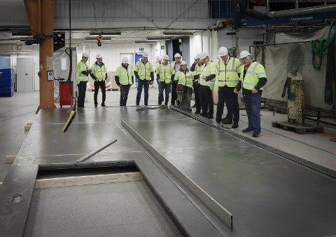 I oktober 2018 var statsråd Kjell-Børge Freiberg olje- og energiminister på besøk hos suksessbedriften Rapp Bomek.  Nå kjemper administrerende direktør Terje Bøe, styret, eiere og ansatte for bedriftens videre liv.