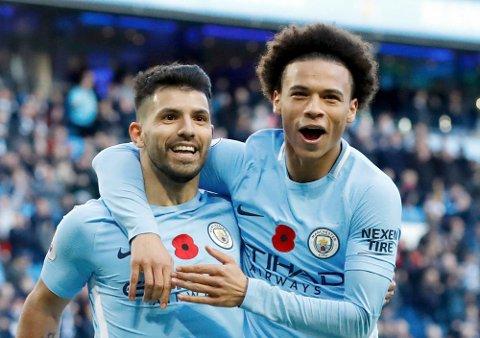 Sergio Aguero (t.v.) og lagkompis Leroy Sane, herjer med lagene i Premier Legaue denne sesongen. Manchester City er det eneste laget i den engelske toppserien som ennå ikke har tapt.