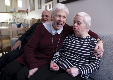 Foreldrene til Torill Haugland (54) har gjort alt for at datteren har hatt en så normal oppvekst som mulig. – Jeg har det kjempekoselig med familien min, sier 54-åringen.