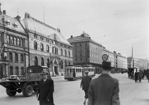 Bergens Privatbanks nybygg fra 1913 med adresse Torgallmenningen 2, var blant de mange byggeprosjekter som satte Burchard Jessens blod i kok. Sammen med blant annet Rasmus Meyers samlinger ved Lille Lungegårdsvann holdt han dette frem som eksempel på hva som ødela de bergenske tradisjoner og byrom.