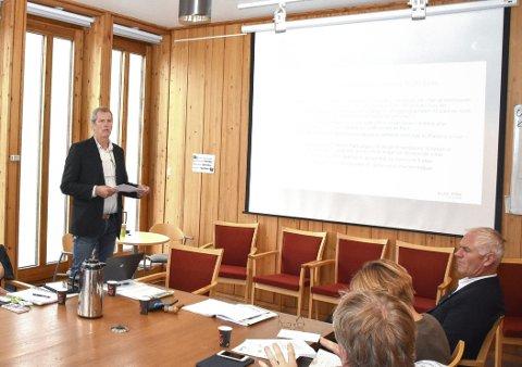 KRAFTSALVE: Daglig leder Tor Saghaug (t.v.) i Vikersund Utvikling er ikke videre begeistret for Modum kommunes holdninger til Vikersund Nord. Saghaug hevder også at Bygdepostens «nedsnakker» prosjektet.