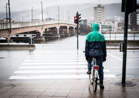 """SYKLISTENE KAN TAKKE BUSKERUDBYEN: """"Vi kan takke buskerudbymidler for at syklistene i Drammen har sett et spor av bedring for syklistene i hverdagen"""", skriver MDGs Ståle Sørensen og Aps Shoaib Karim Naeem, begge fylkespolitikere."""
