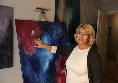 KUNSTNAR: Anita Steinset har funne gleda og inspirasjon i kunstmålinga.