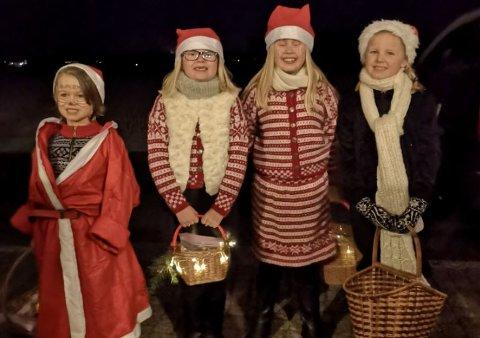 BEGEISTRET I ONSØY: Ephraim Campbell (5, fra venstre) fra USA, Hermine Magnussen Nymark (7) fra Ørmen, Aurora Magnussen Nymark (9) fra Ørmen og Ronja Kvernstuen Kristiansen (9) fra Manstad.