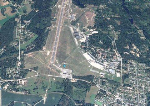 Jagerflyet  skal ha styrtet nær flyplassen i Ronneby i Kallinge. Flyplassen er både sivil og militær. Foto: Faksimile (Google Maps)