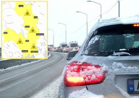 SNØ: Fredag er det ventet kaos i trafikken når vinterens første snøfall er meldt. Slik ser meteorologenes værkart for fredag ut.