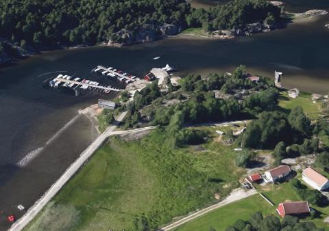 Slik er småbåthavna i Botnekilen i dag. Nå planlegger eieren  en utvidelse, slik at det blir til sammen inntil 140 båtplasser.