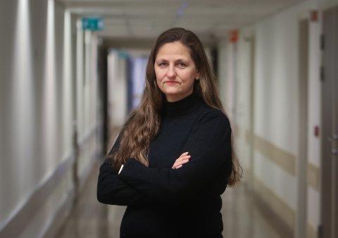 Anita Granli er foretakstillitsvalgt for Norges sykepleierforbund ved Sykehuset Østfold. Hennes største bekymring er helsesituasjonen for jordmødrene som står i så tøff belastning over tid.