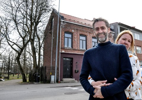 FARVEL: I mai flytter Finn og May Nelly Kjeldsberg med gitarbutikken Plekter, alt de eier og har, samt en kasse sjampanje ned til et idyllisk småbruk i Risør.