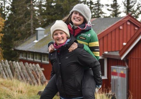FORTSATT AKTIVE: Marta(t.v.) og Anna Ulvensøen trives fortsatt med et høyt aktivitetsnivå på fritida.