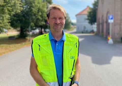 VAKSINERER UNGE: Nå skal Askil Elvestad og hans team også vaksinere de som ennå ikke er myndige.