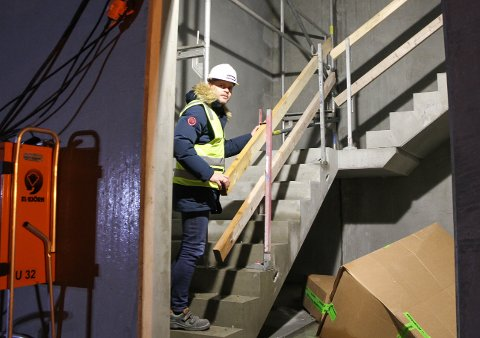 Snart skal Gøran Håland stå i en splitter ny hall med ÅHK-klær på sidelinjen.