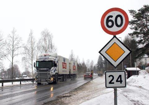 SKILTES: Fylkesvei 24, som heter Nord-Odalsvegen, er en av veiene som nå får skilt med veinavn..