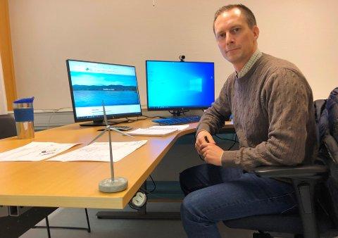 BLAR OPP: Daglig leder Emil Orderud i Odal Vindkraftverk.