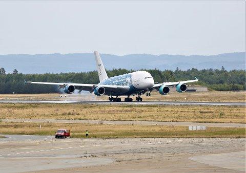 INN FOR LANDING: Her lander flyet på Oslo lufthavn torsdag ettermiddag.