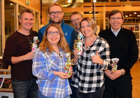 VINNERLAGET: Micromarc United gikk til topps i quizen på Gran bibliotek i november. Bak fra venstre står Terje Olsen, Ole Kristian H. Pedersen, Jan Erik Sandhals og Knut-Iver Molden Lodsby. Foran står Ine Sofie Lodsby (til venstre) og Audhild Mosskull.