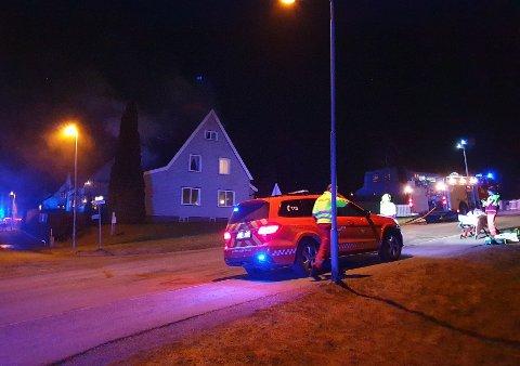 Like etter klokken 20 onsdag kveld rykket brannvesenet og politiet ut til en boligbrann i Askim.