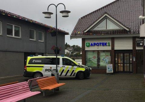 FLERE HENDELSER: Mannskaper fra politiet har ved flere anledninger rykket ut til blant annet Apotek 1 i Kopervik, etter tyveri og trusler.
