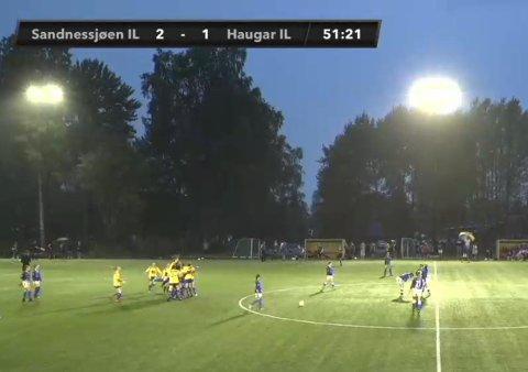 Stor jubel da dommeren blåste av kampen og SIL-jentene vant 2-1 over Haugar. Nå blir det A-sluttspill med kamp torsdag klokka 11:30.