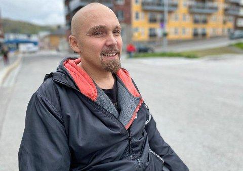 VEIEN VIDERE: - Nå kan vi se oss om etter en bolig uten trapper. Endelig kan vi fortsette å leve, sier Frits Ove Åteigen-Solvang.