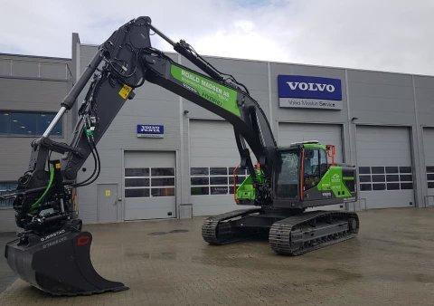 GRØNN SATSING:  Denne Volvo-maskinen er den første i sitt slag. Nå er den i Alta på jobb for tromsøfirmaet Roald Madsen AS.