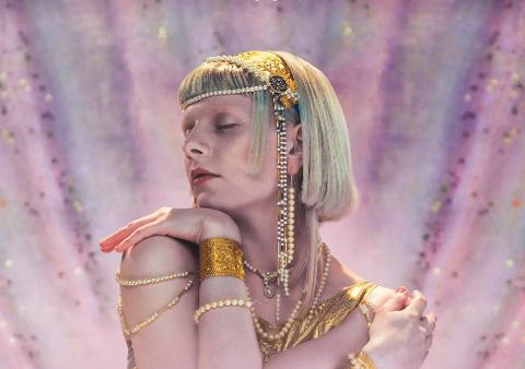 Aurora fra Os er for tiden kanskje Norges mest populære artist. Mye takket være en viral hit på TikTok.