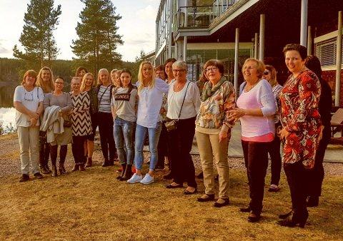 På SPA: Damene koste seg på «damenes aften» ved Rømskopg Spa. Foto: Privat