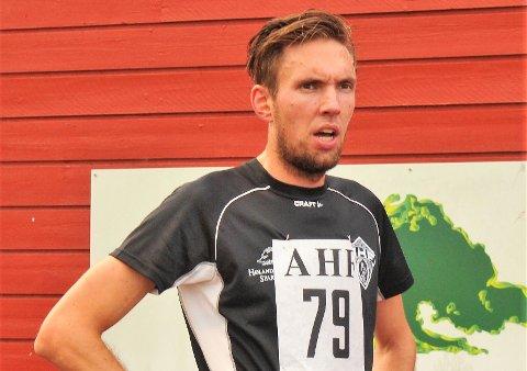 ENDELIG: Etter 39 år røk endelig Øystein Dalbakks klubbrekord på 10.000 meter i AHF. Magnus Salberg var mannen som klarte det.