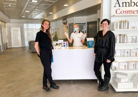 NYTT LOKALE: Medarbeiderne Laura Kristopaityte og Ronja Salte sammen med eier Sian Elvy. De gleder seg alle over den nye butikken.