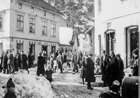 Folkeliv: Kil var kommunesenteret da Sannidal var egen kommune. Foruten kommunale tjenester var det butikker, bakeri, hotell, meieri og mye annet.