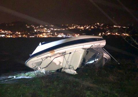 SKADD: Ulykkesbåten på Midtfjordskjær.