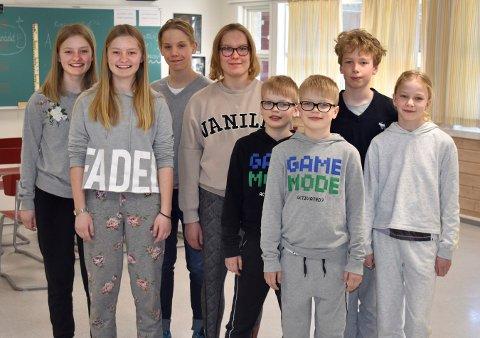 FIRE TVILLINGPAR: Fra venstre: Thea og Jenny Auran (13), Sebastian og Sunniva Pedersen (14), Amund og Eivind Bjørndahl (10) og Sølve og Stine Sembsmoen Schleiss (10).