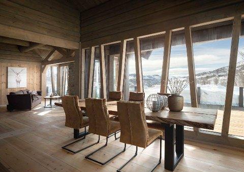 HYTTA: Dette er hytta i Nørstebølia i øvre Uvdal, som straks kommer til salgs for 13,5 millioner kroner.