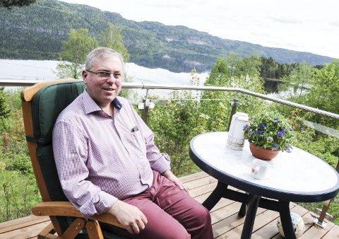 FANT ROEN: Her på Øverskogen har Hans Olaf Heslien funnet roen - på sitt eget hjemmekontor.
