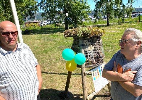 Nytt hotell: Torgeir Finnerud (t.v.) , daglig leder i Eidos Eiendomsutvikling AS og Lars Ove Hansen, fagkonsulent ved Naturhistorisk museum, overvar åpningen av insektshotellet.