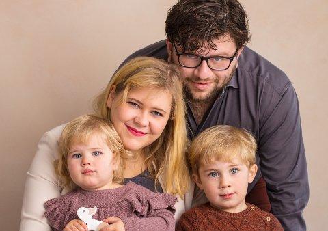 Charlotte Elsbak og mannen Mustafa sammen med barna Logan (4) og Lydia (2). Familien på fire ønsker seg hjem til Bodø igjen etter seks år i Sverige og åtte år utenfor Bodø.