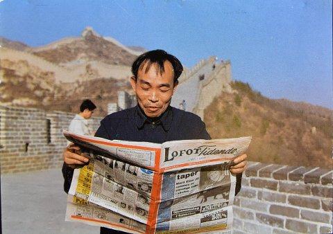"""""""Folk flest bor i Kina"""", heter en norsk spillefilm fra 2002. Dette bildet kan med andre ord tyde på at folk flest leser Lofot-Tidende. Eller..?"""
