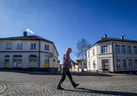BLIR DEMONTERT OG REVET: Bygninger sør for krysset Nyquists gate/Værlegata/Jernbanegata.