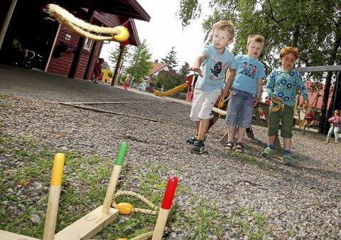 Tenk hvor mange våkne timer et barn tilbringer i barnehagen de første fem årene av livet sitt. Tenk hvis disse timene består av å være utrygg fordi det er for få ansatte som er tilstede for deg, skriver Royne Berget i denne kronikken.