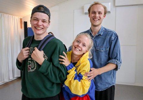 SOMMERTEATER: Frederic Molund (fra venstre), Julia Sørensen og Mats Gukild har etablert teaterkompaniet Snakk Om.