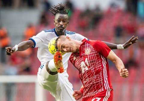 Soccer Football - Europa League - Third Qualifying Round Second Leg - FC Copenhagen v CSKA Sofia - Telia Park, Copenhagen, Denmark - August 16, 2018 Dame N'Doye of FC Copenhagen and Boris Sekulic, CSKA Sofia.   Anders Kjaerbye/Ritzau Scanpix/via REUTERS    ATTENTION EDITORS - THIS IMAGE WAS PROVIDED BY A THIRD PARTY. DENMARK OUT.      TPX IMAGES OF THE DAY