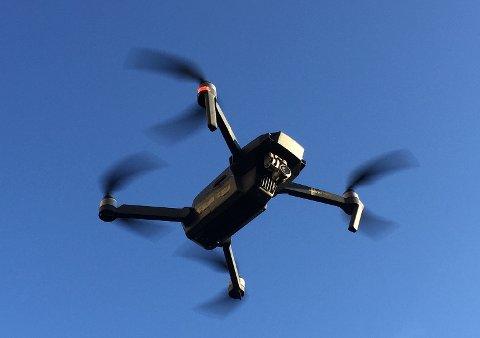 DRONE: Luftfartstilsynet oppfordrer folk til å utvise ekstra aktsomhet ved droneflyving på 17. mai. I Oslo sentrum er det forbudt.