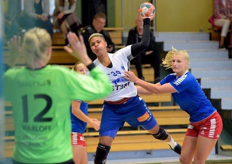 NYKOMLING: Thea Imani Sturludóttir banket inn fire scoringer på fem forsøk de 25 minuttene hun fikk spille mot Skrim.