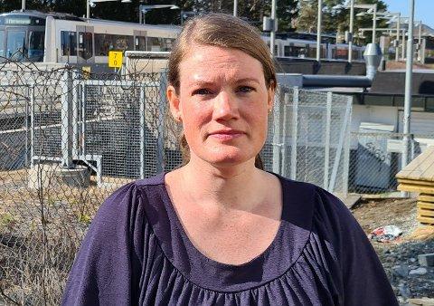 Bente Lea Norås (36) og familien har i de siste ukene blitt vekket av støy fra T-banesporene like utenfor huset.