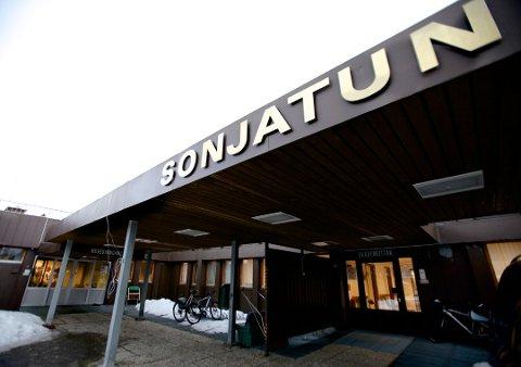 Nordreisa kommune får sterk kritikk etter at en pasient døde på Sonjatun i april 2016. Statens Helsetilsyn har konkludert med at kommunen brøt loven. Foto: Ola Solvang