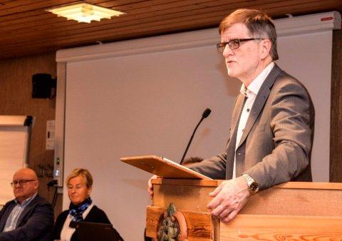 """Rådmann Arne Skogsbakken i Søndre Land gjennomfører enkeltvise møter med alle kommunens 30 avdelingsledere, der """"jobbnærvær"""" er blant temaene."""