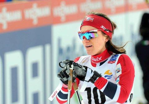 Heidi Weng havnet et stykke bak teten på søndagens tremil i Kollen, men hun har fortsatt en solid ledelse i verdenscupen før den avsluttende minitouren i Falun neste helg.