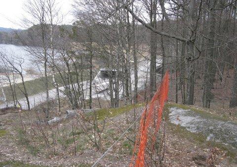 Viktig: Dette bildet er svært viktig for å vise hvor smalt det er mellom Bøkeskogen og Miljøtunellen, her hvor noen mener det er ønskelig å legge jernbanetraseen på viadukt, påpeker Kjell Ronald Hansen.Privatfoto