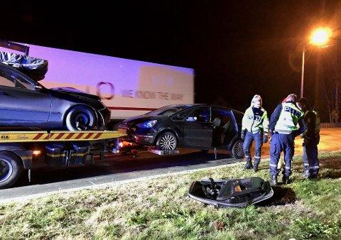 SATT FASTKLEMT: Kvinnen som ble påkjørt bakfra, måtte klippes ut av bilen. Foto: Per Stokkebryn