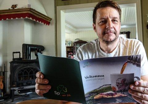 SKUFFET: – Jeg ble med i politikken fordi jeg hadde lyst til å bidra, men har skjønt at mine meninger og standpunkt ikke er ønsket, sier Jon Håkon Kvesetberget, som ikke er invitert med i gruppemøter - selv om han er første vara for Åsnes Sp.